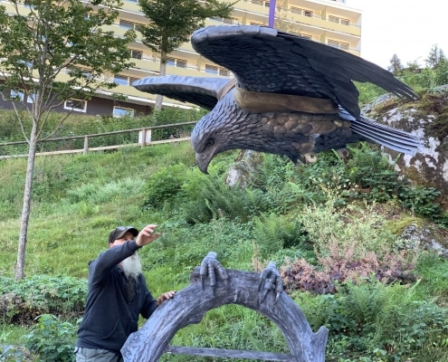 Installing Eagle Sculpture - Thrussells. Public Art Germany